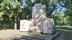 """""""Precz z komuną"""" znów na pomniku żołnierzy radzieckich"""