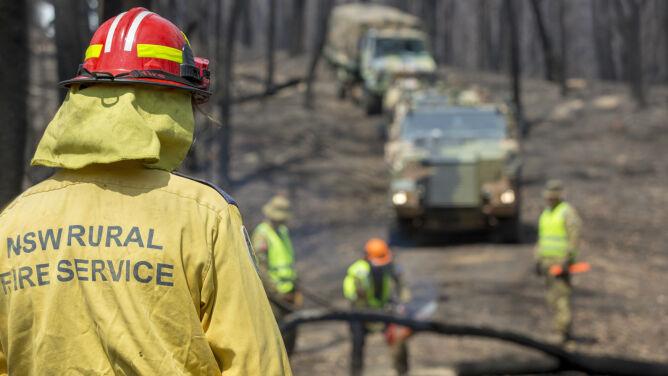 Pożary w Australii nie ustają. <br />Strażak zginął w walce z ogniem