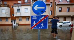 Na Węgrzech ulice przypominały rzeki