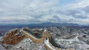 W Pekinie spadł śnieg. Zobacz, jak wygląda przyprószony Wielki Mur Chiński