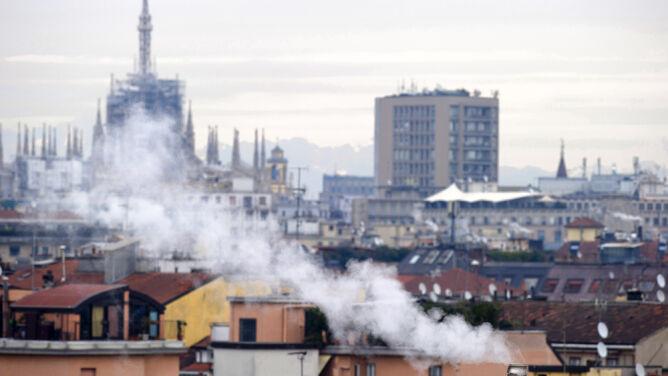 To nie mgła, a smog. Ograniczenia w ruchu samochodów i zakaz grillowania