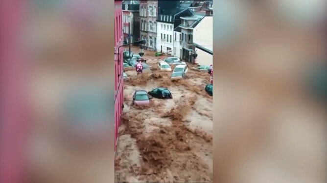 """""""Potok, który porwał wszystkie samochody"""". Belgia znów zmaga się z burzami"""